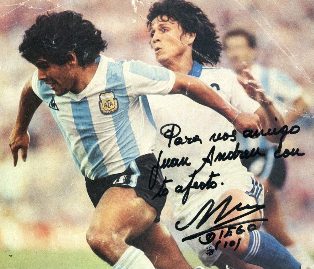 Autògraf amb dedicatòria de Maradona 1983