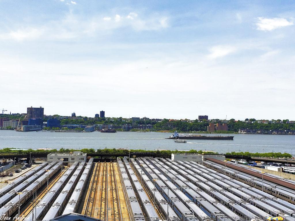 Vista sobre Hudson i pati ferroviari des del Vessel