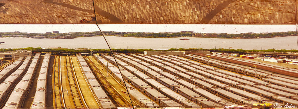 Reflexes de la vista sobre el pati ferroviari des del Vessel