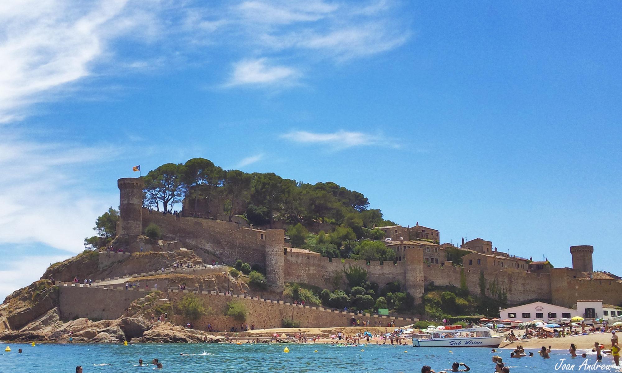 Castell i vil·la vella de Tossa des del Mar / Castle and old town Tossa de Mar