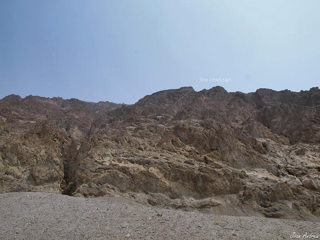 Rètol indicant el nivell del mar al Badwater Basin a Death Valley