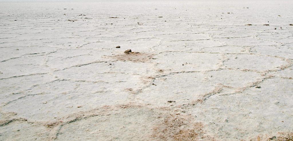 La crosta de sal del Badwater Basin a Death Valley