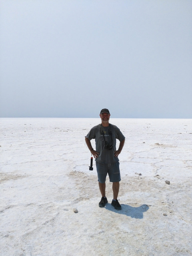 En Joan al mar de sal del Badwater Basin a Death Valley