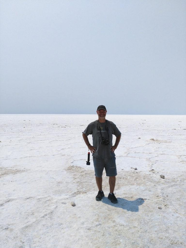 En Joan al mar de sal del Badwater Basin a Death Valley